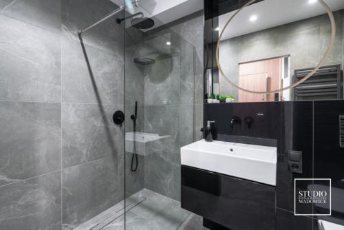 apartament-NEON-lazienka-umywalka