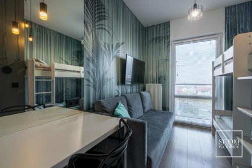 apartament-NEON-pokoj-telewizor