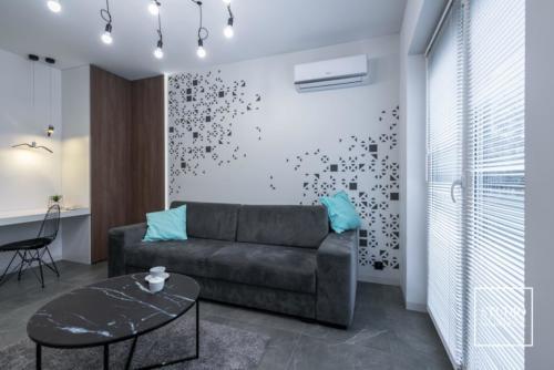apartament-NEON-salon-kanapa